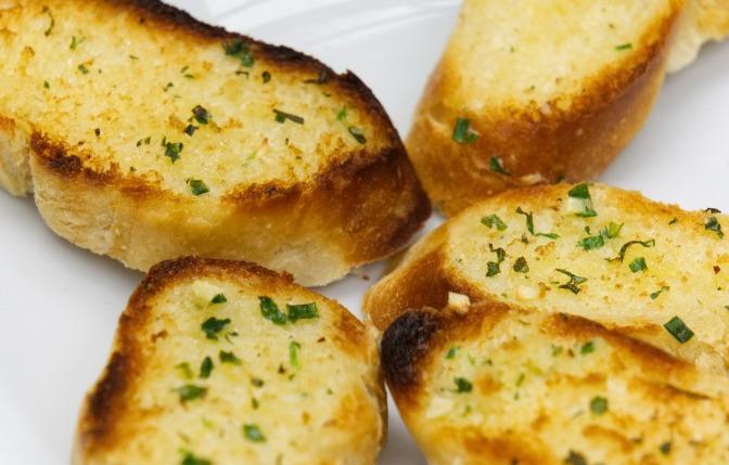 Quick & Easy Garlic Bread or Garlic Cheesy Bread